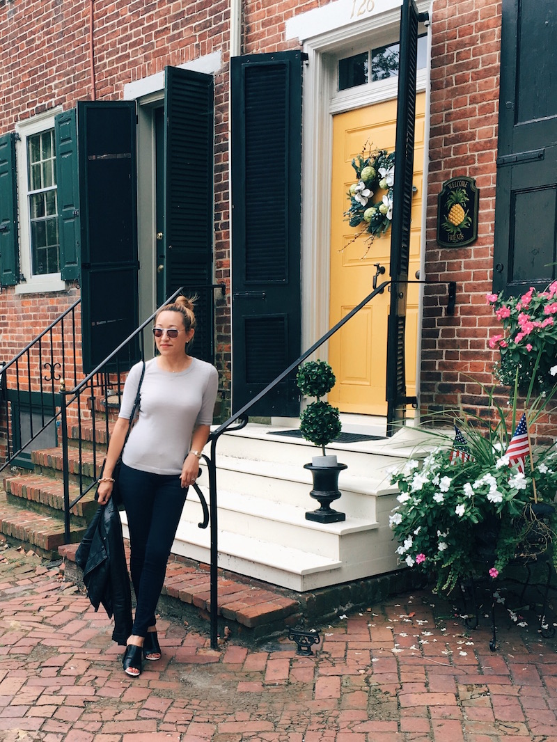 Savvynista-Street-style-at-Historic-New-Castle-brick-house